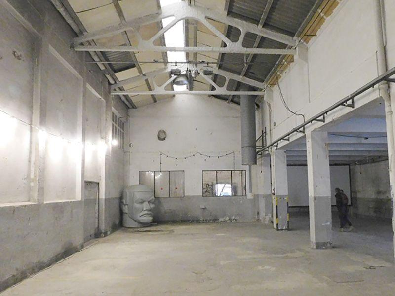 Nau Bostik, Andy Warhol  Industrial space with high ceilings