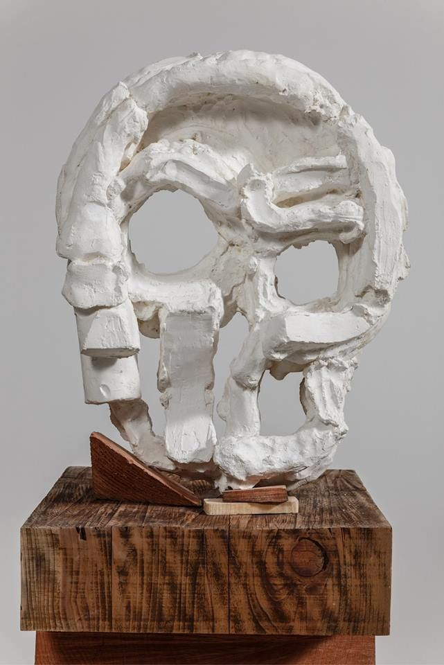 "THOMAS HOUSEAGO, ""Algol Head,"" 2015, tuf-Cal, hemp, iron rebar, and redwood, 77 × 20 × 19 1/2 inches (195.6 × 50.8 × 49.5 cm), Plaster original, edition of 3 + 2 APs, Photo by Fredrik Nilsen"