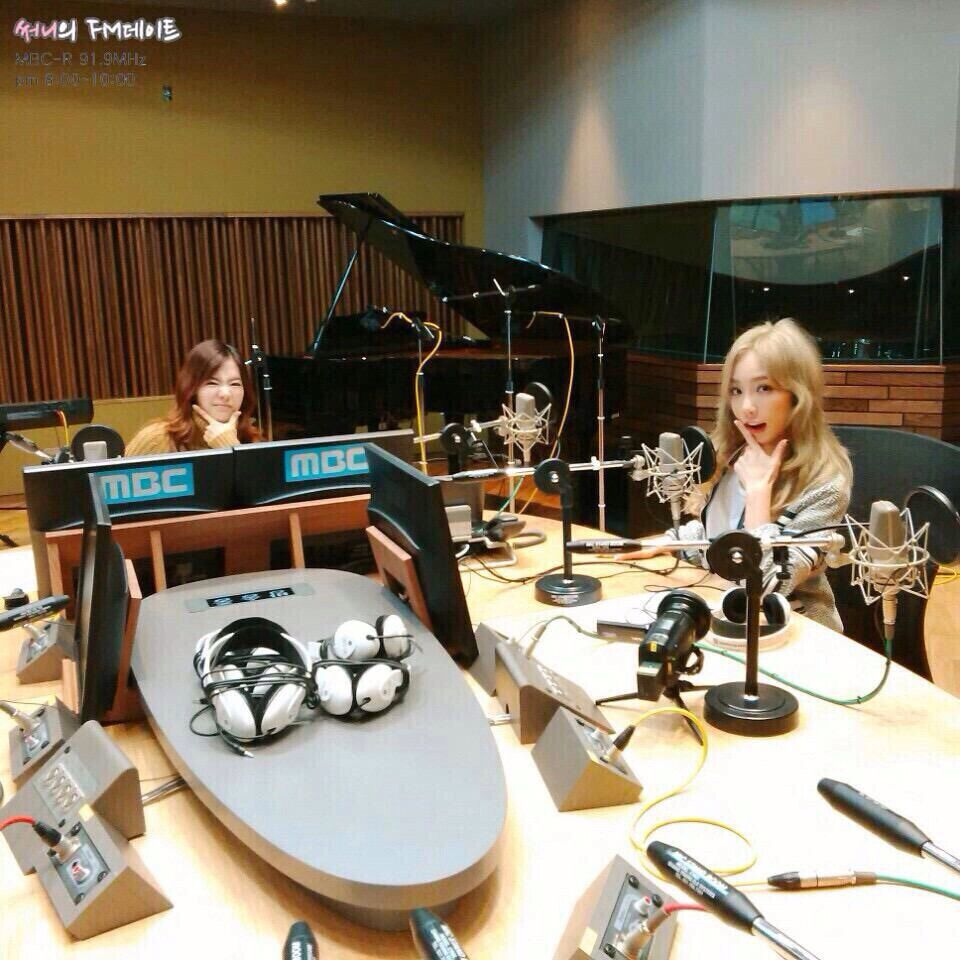 151008 Sunny FM Date SNSD Taeyeon with DJ Sunny