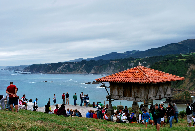 Fiesta de La Regalina en Cadavedo (Asturias) | The Wandering S  http://thewanderingsblog.wordpress.com/2013/08/28/fiesta-de-la-regalina/