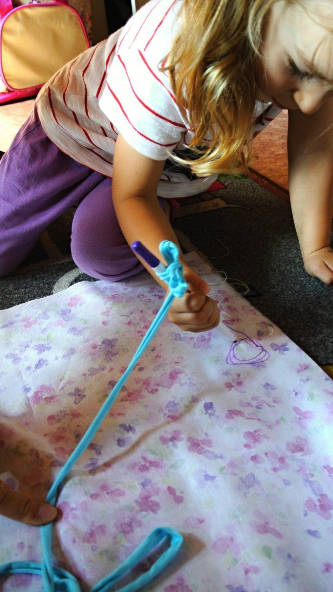 Naša Terezka by chcela do domčeka pre bábiky ušiť sedací vak a mama by ušila sedací vak do väčšiehodomčeka (ktorý možno o mesiac kúpia). Anežka by sa po tomto vaku rada váľala.. aj s Terezkou. Naj...