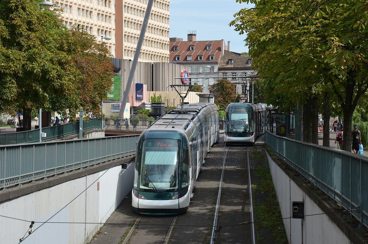 Alstom Citadis 403 CTS Les Halles Pont de Paris - Florian Fèvre - Tramway de Strasbourg — Wikipédia