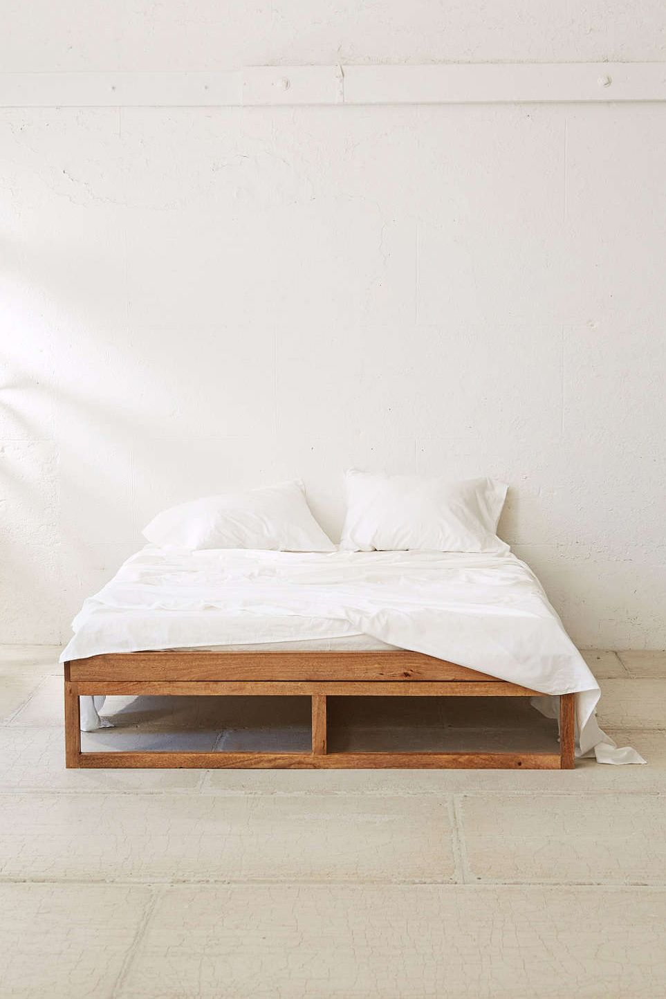Morey Platform Bed By Urban Outfitters Schlafzimmer Inspiration