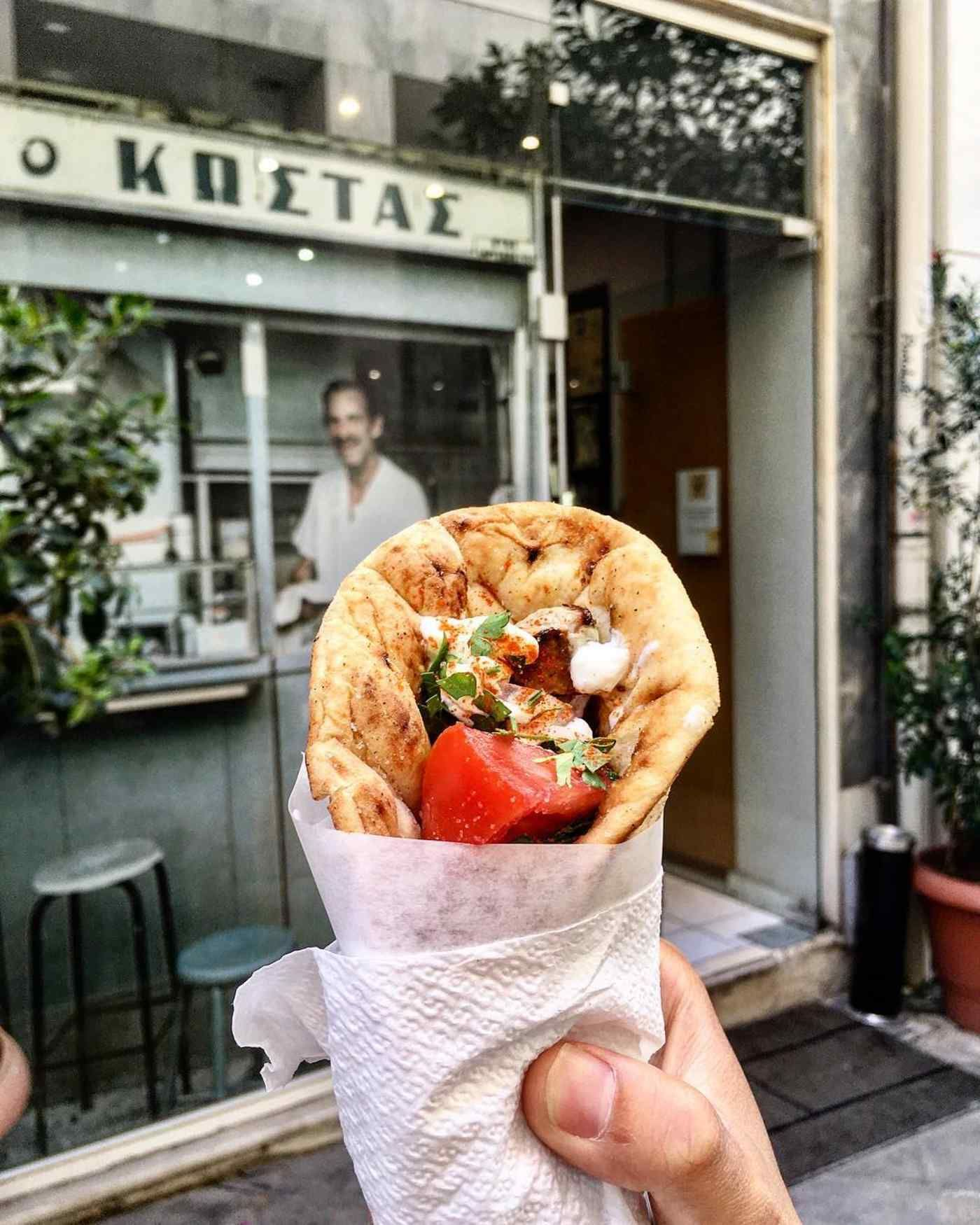 Headed To Greece Try One Of Our Favorite Gyro Restaurants For An Unforgettable Culinary Experience Gyros Gyro Restaurant Greek Recipes