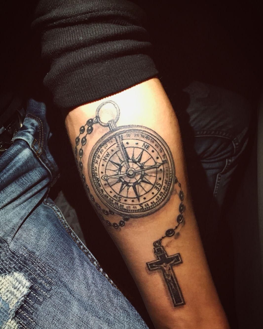 kompass tattoo kreuz tattoo tattoo kompass tattoo. Black Bedroom Furniture Sets. Home Design Ideas