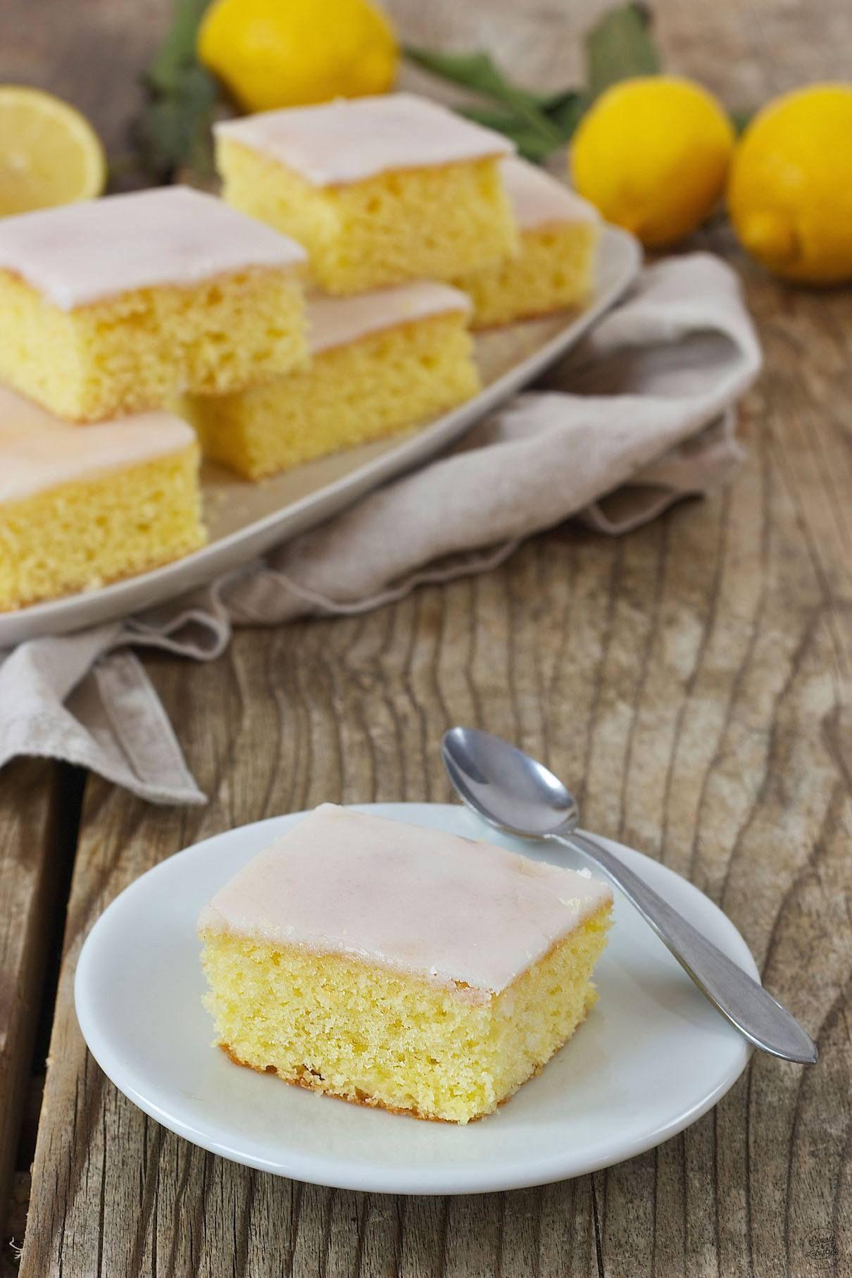 Saftiger Zitronenkuchen vom Blech - Rezept - Sweets & Lifestyle