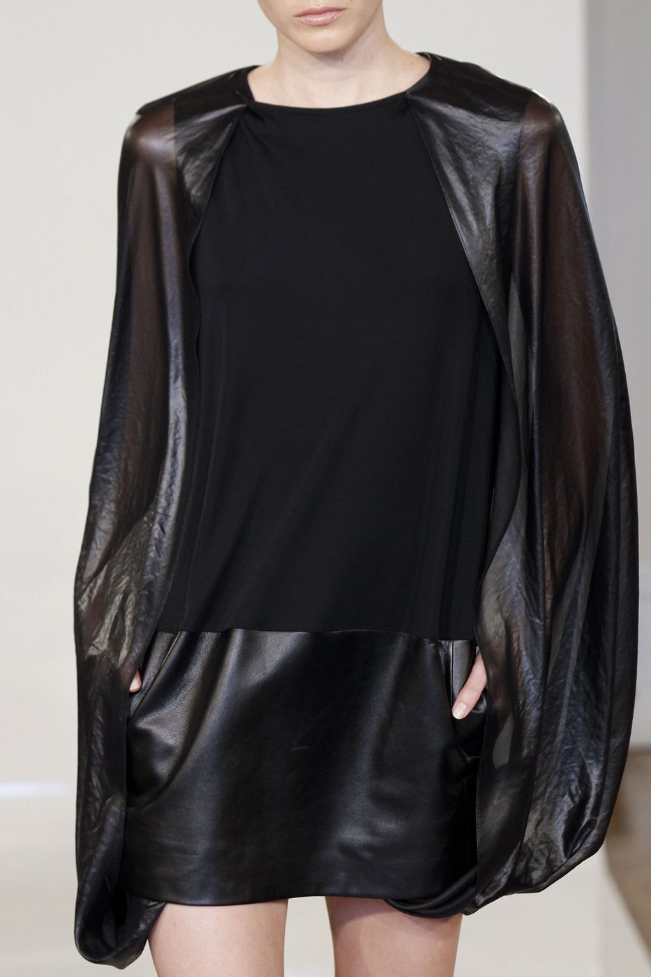 runway detail #fashion #avantgarde#black #trends #style #wearing #fashionweek  #runway #detail
