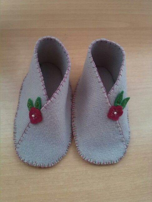0b84652bd Zapatos de fieltro para bebe. Precio  12€