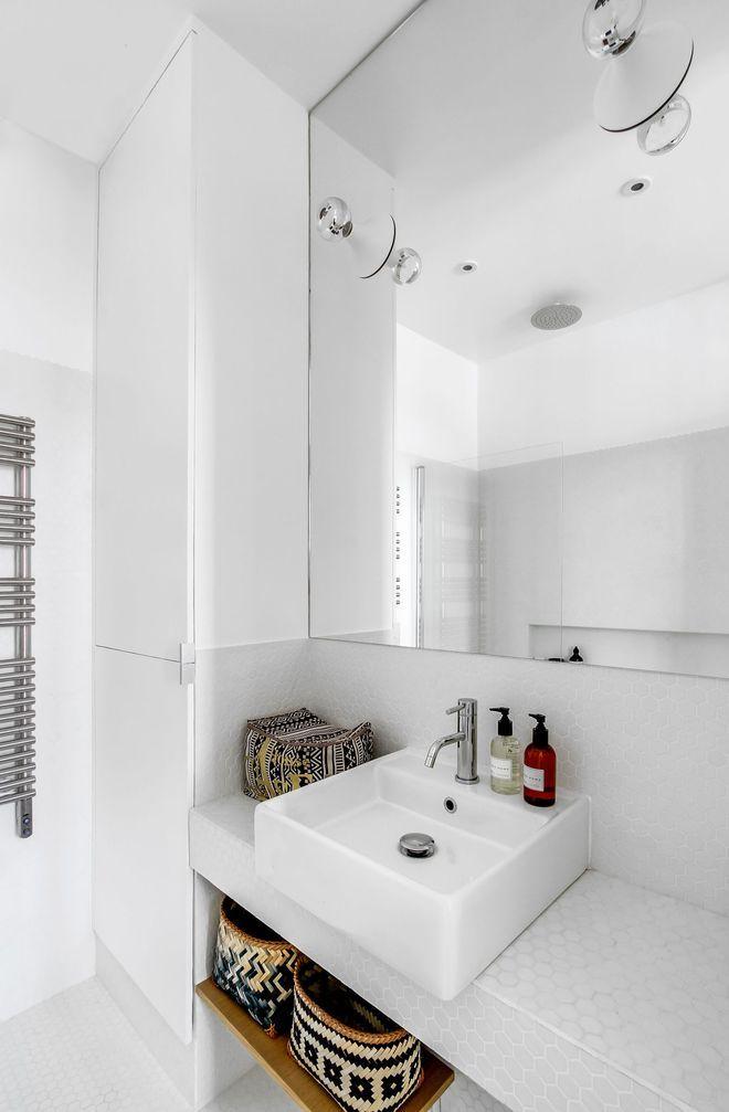 Une petite salle de bains immaculée au look contemporain appart KJ