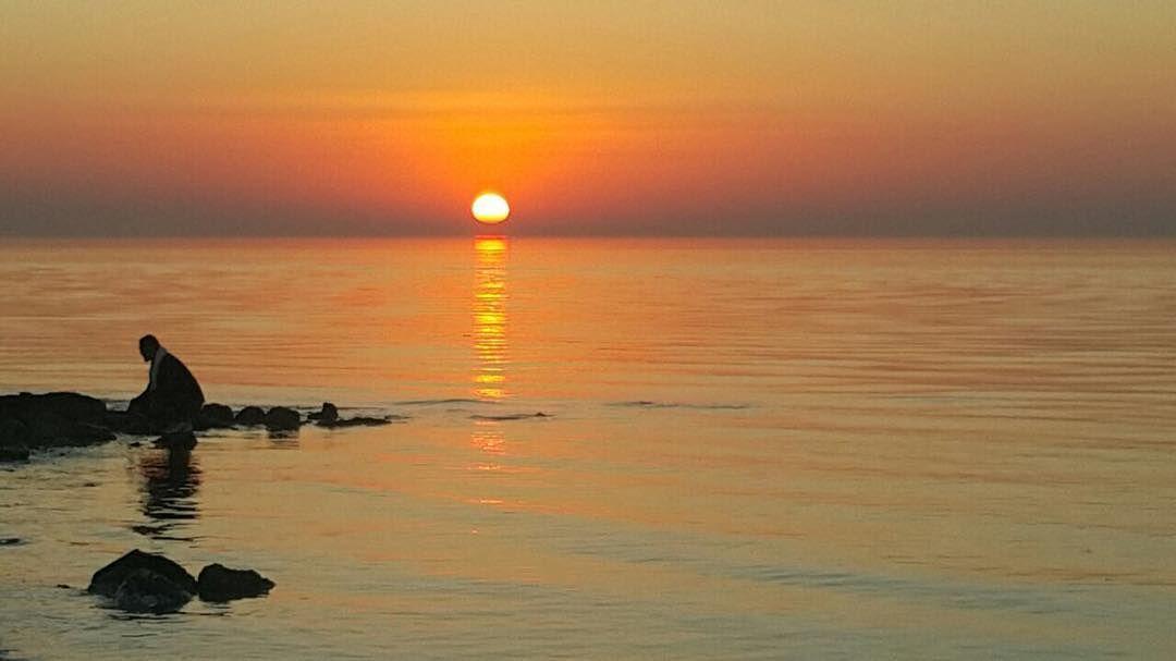 غروب الشمس في آخر يوم بـ من بحر الزلاق تصوير Aymanalshraa البحرين Bahrain الكويت السعودية قطر الامارات الإمار Instagram Instagram Posts Sunset