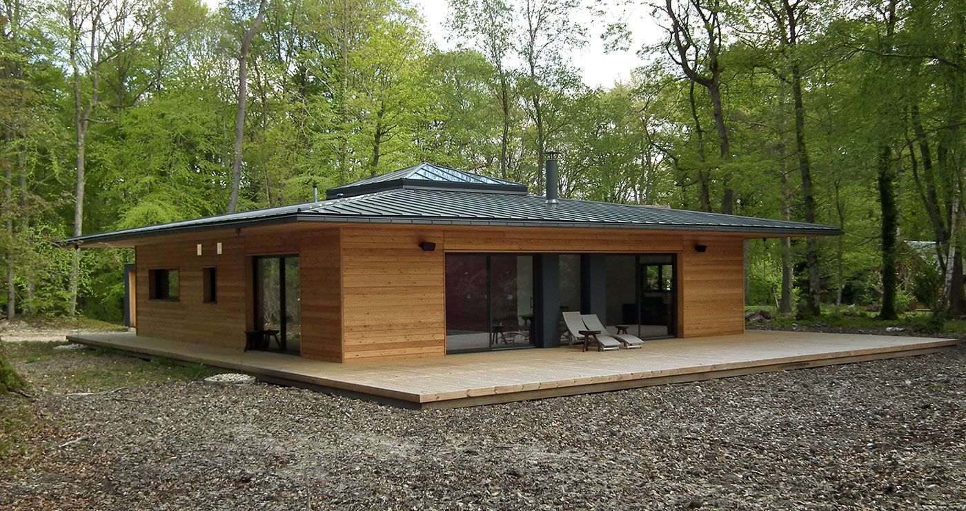 France normandie une maison ossature bois carr e en pleine for t par e2r wood on house for Maison bois 80m2