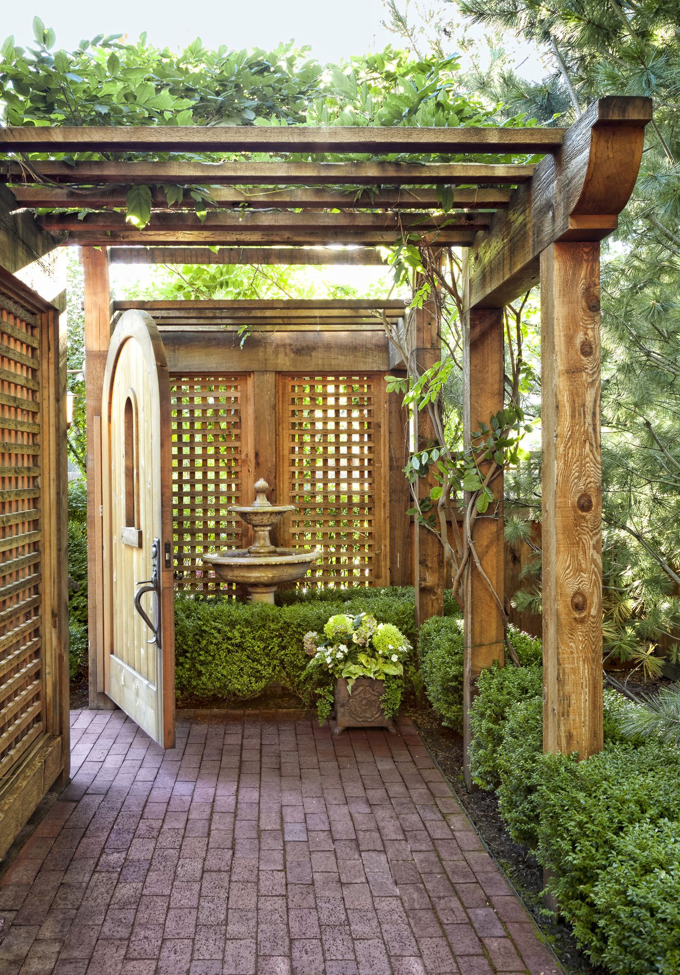 8 Lessons on Stretching a Small Yard is part of Large backyard landscaping, Garden design layout, Small backyard landscaping, Small backyard gardens, Backyard landscaping, Garden design - A landscape designer's strategies for maximizing the beauty and utility of a modestsize lot