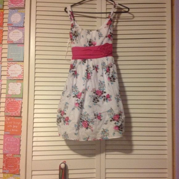 Great for weddings or graduation! White with flowers and a pink tie belt. Dresses Midi