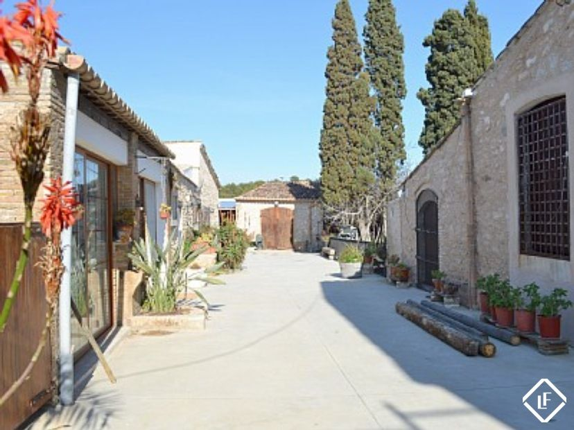 An Impressive 14th Century Farmhouse For Rent Near To Sitges Lucas Fox Could You Speak To Them About This I Have B Sitges Wedding To Do List 14th Century