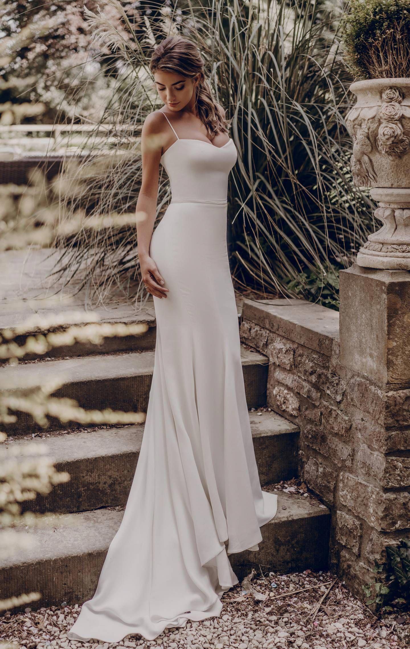 Simple And Plain Wedding Dresses Brides Magazine Weddingdresses Mermaid Long Bridesmaid Dresses Ivory Prom Dresses Wedding Dresses [ 2276 x 1440 Pixel ]