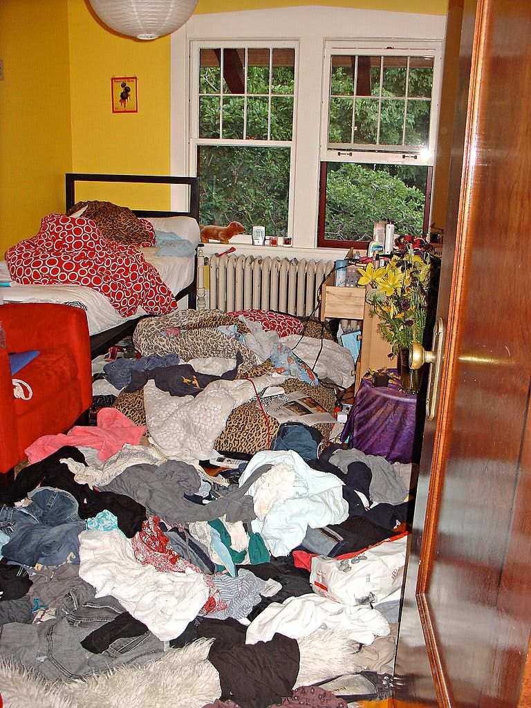 your kid's messy room  messy room pink room apartment room