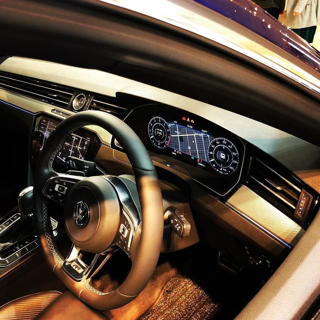 高級車のメーターは液晶なのねエアコン口に時計があるのがレクサスっぽ