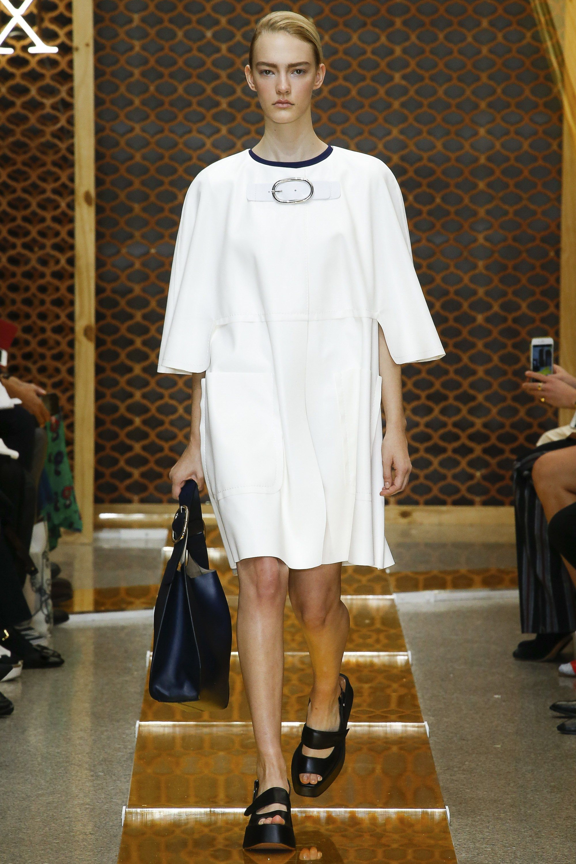 ed346f4058d6 Sportmax Spring 2016 Ready-to-Wear Collection Photos - Vogue