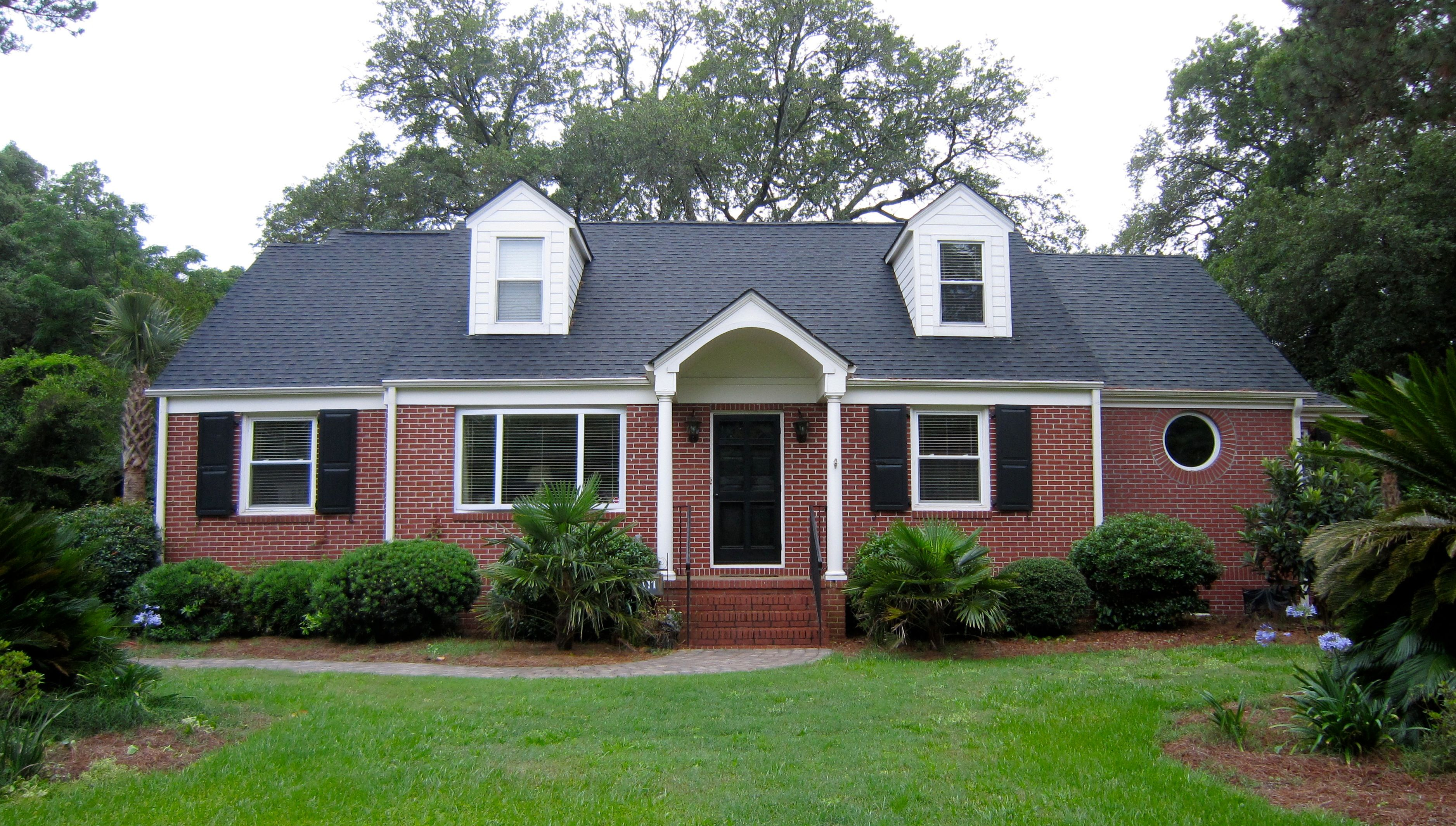 Exterior house color schemes with black shutters - Exterior Paint Color With Red Brick To Paint Or White Wash