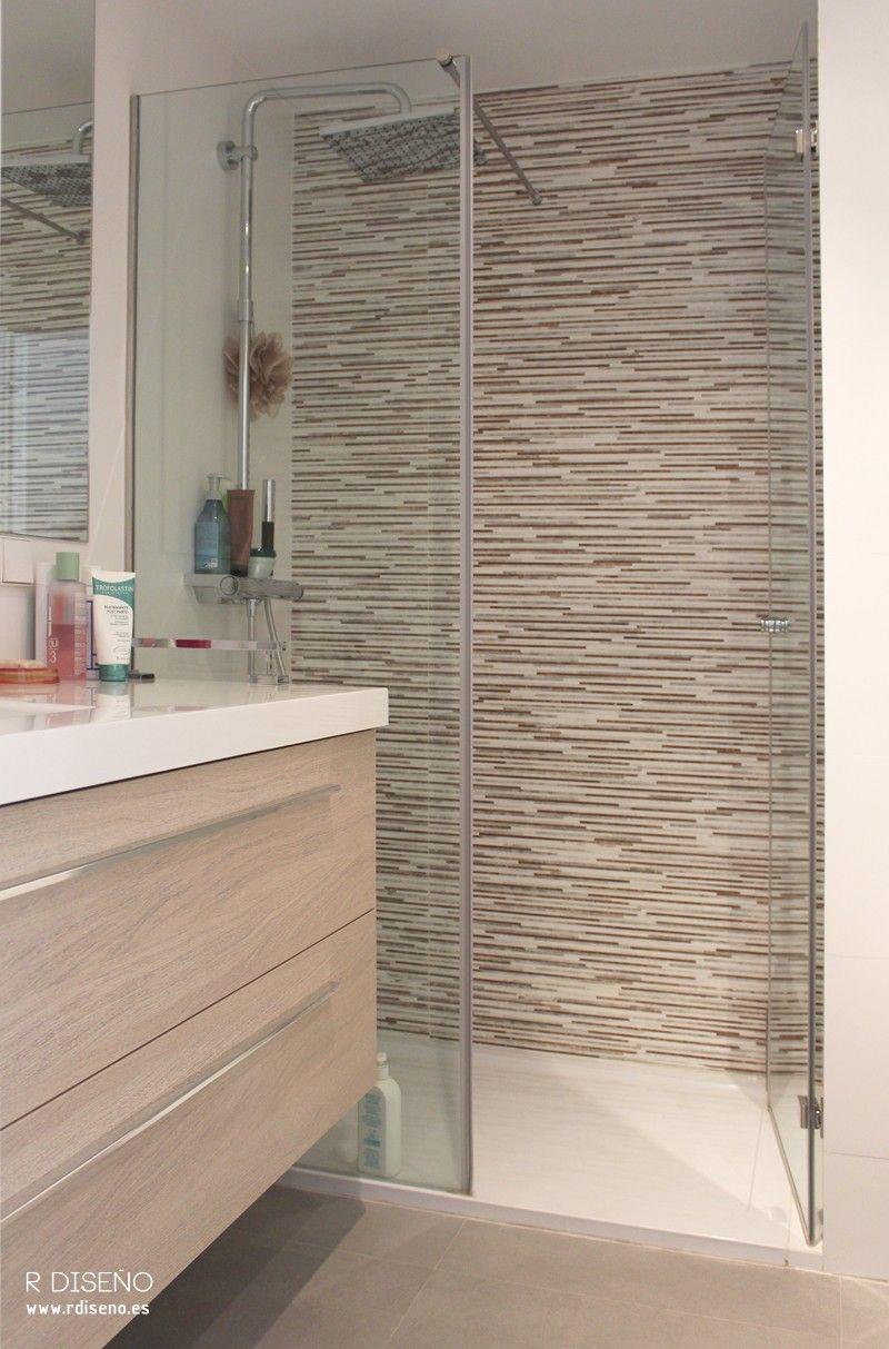 Para el baño en suite se eligieron acabados cálidos, tanto en los ...