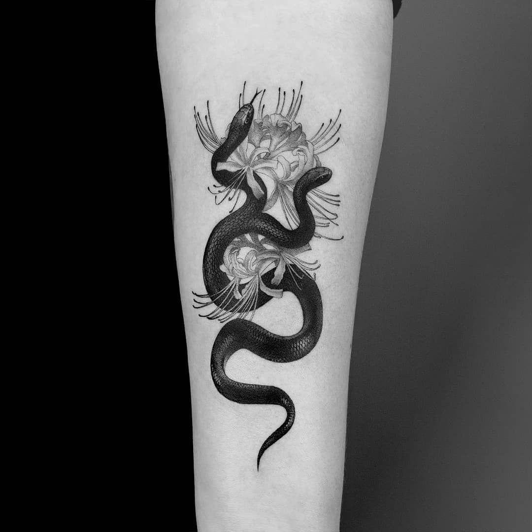 № 434  made some time ago  #lycorisradiata #mexicanblackkingsnake #snaketattoo #flowertattoo #noirtattoo #art #ink #iblackwork #blacktattoo #blacktattooart #onlyblackart #blxckink #blackworkers #blackworkerssubmission #btattooing #humankanvas #dotworkers #thedotworkers #thinkbeforeuink #tttism #tattoodo #polandtattoos #studiocien #cien #amandapiejak