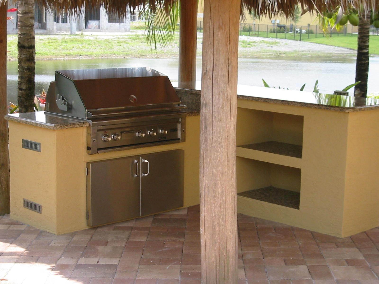 Backyard barbecue ideas lynx built in bbq grill in for Outdoor grill island ideas