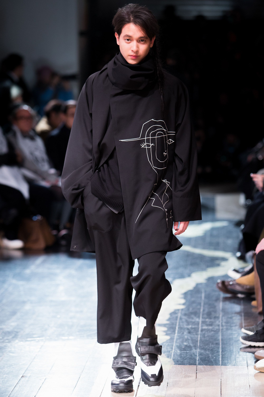 72e00e61f012 Visions of the Future    Yohji Yamamoto Fall 2016 Menswear Fashion Show