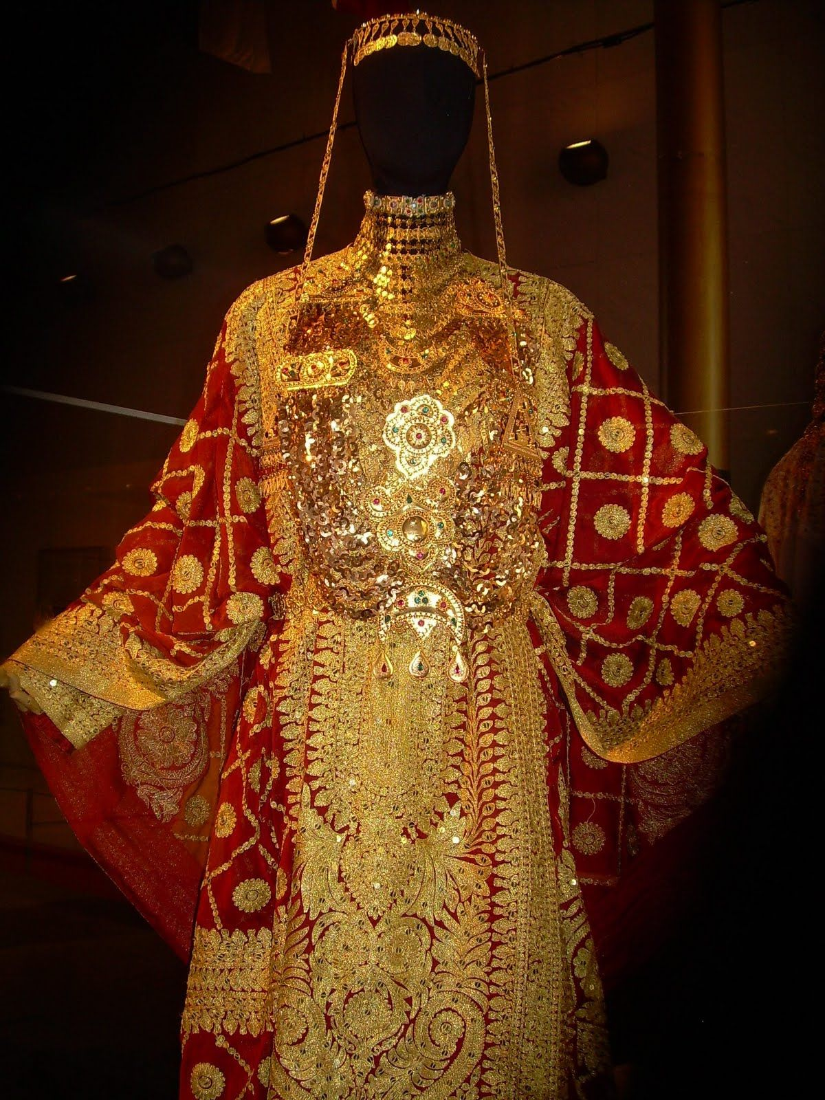 Traditional tunisian wedding dress  Qatari Wedding Dresses  Traditional Khaleeji Dress  Pinterest