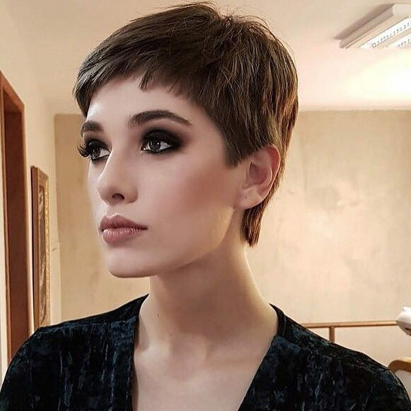 Pin By Lensamaxsof On Strizhki Pricheski Short Hair With Layers Layered Hair Short Layered Haircuts