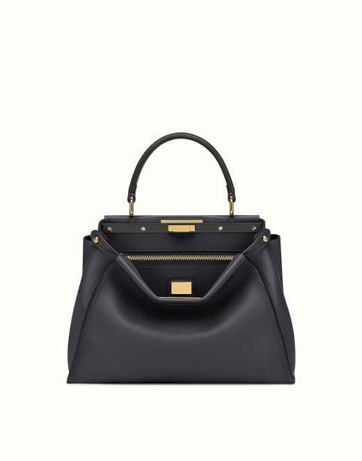 aa8927d8c286 FENDI   PEEKABOO MOYEN sac à main en cuir noir   Luxury Handbags ...