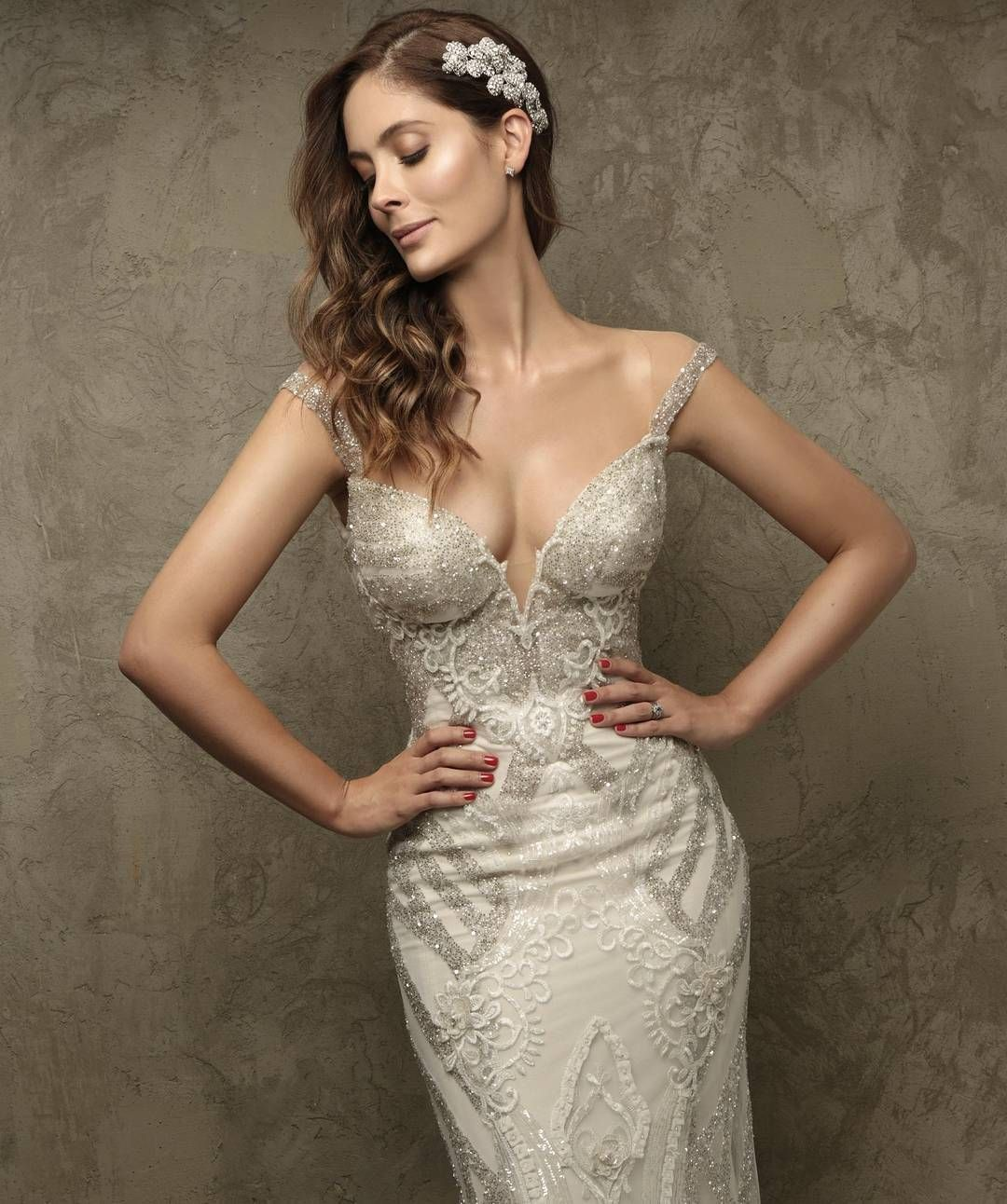 Belles wedding dress  This GLbride lauracardonar just blew our mind with the ultimate