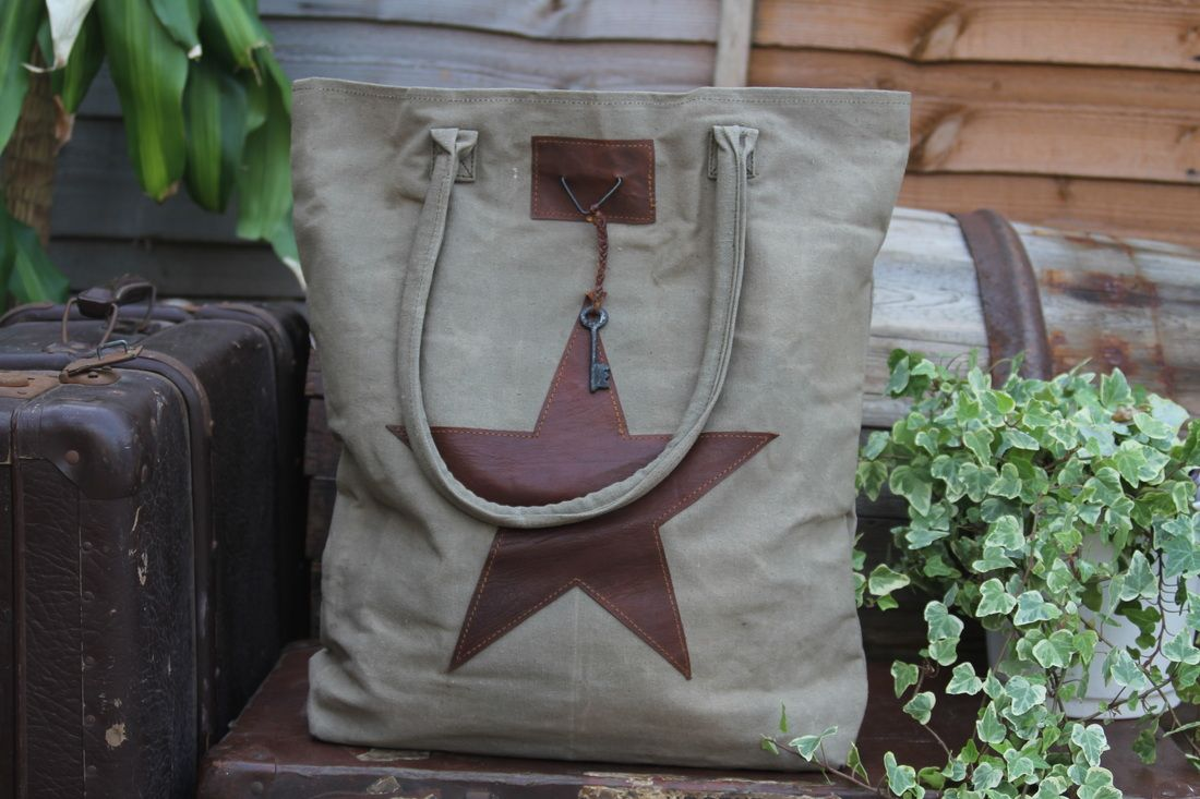 Vintage canvas with leather detail