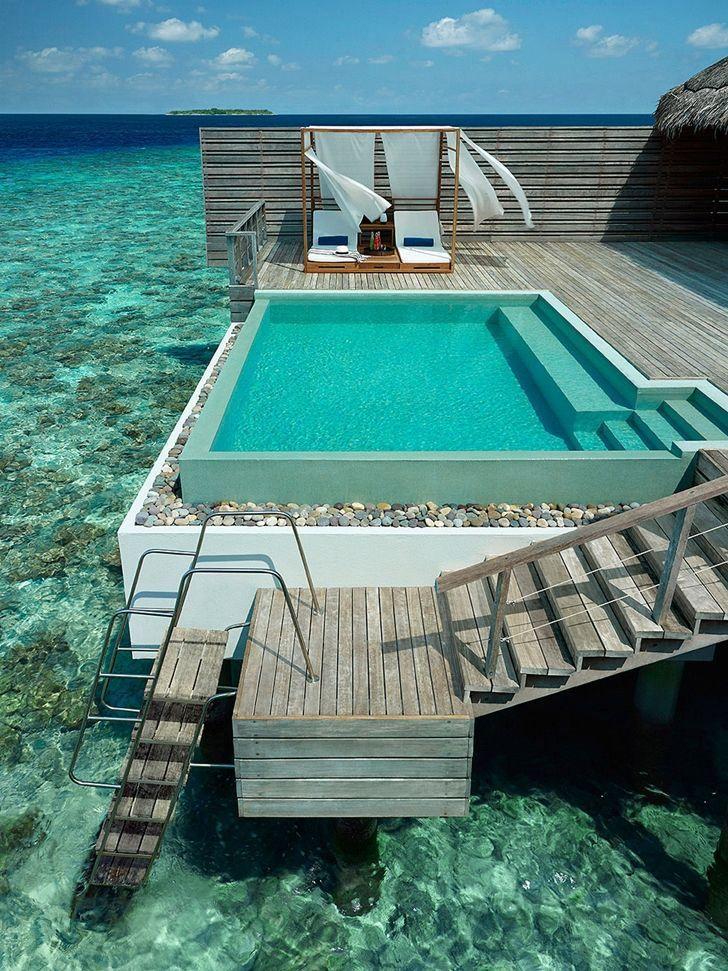 piscina vistas al mar