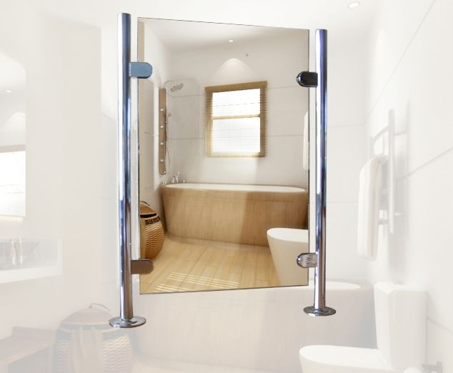 Badkamerspiegel tussen staanders op muurtje in badkamer