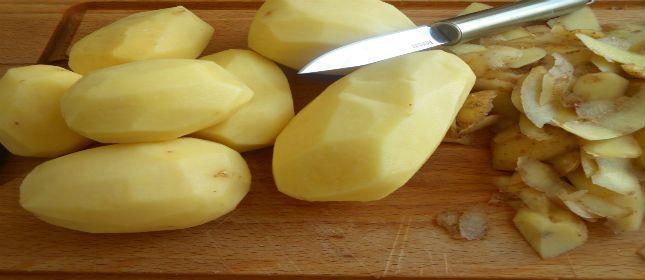 ¿Cómo pelar papas sin usar cuchillo?