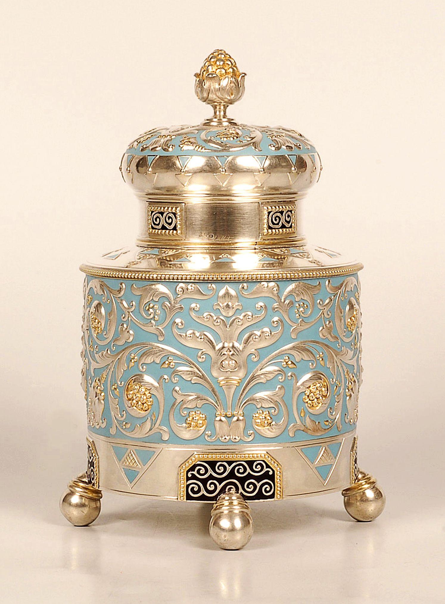Faberge plata, paquete-cerda joven, esmalte y té caddy, Moscú, 1908-1917... Muy lindo!!