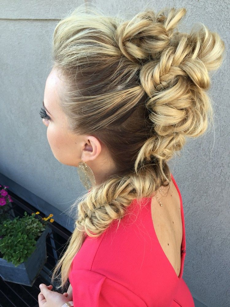 Styling Ideen Faux Hawk Frisur Damen Lange Haare Hair