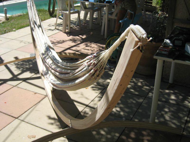 Un support de hamac en bois cintré lamellé collé