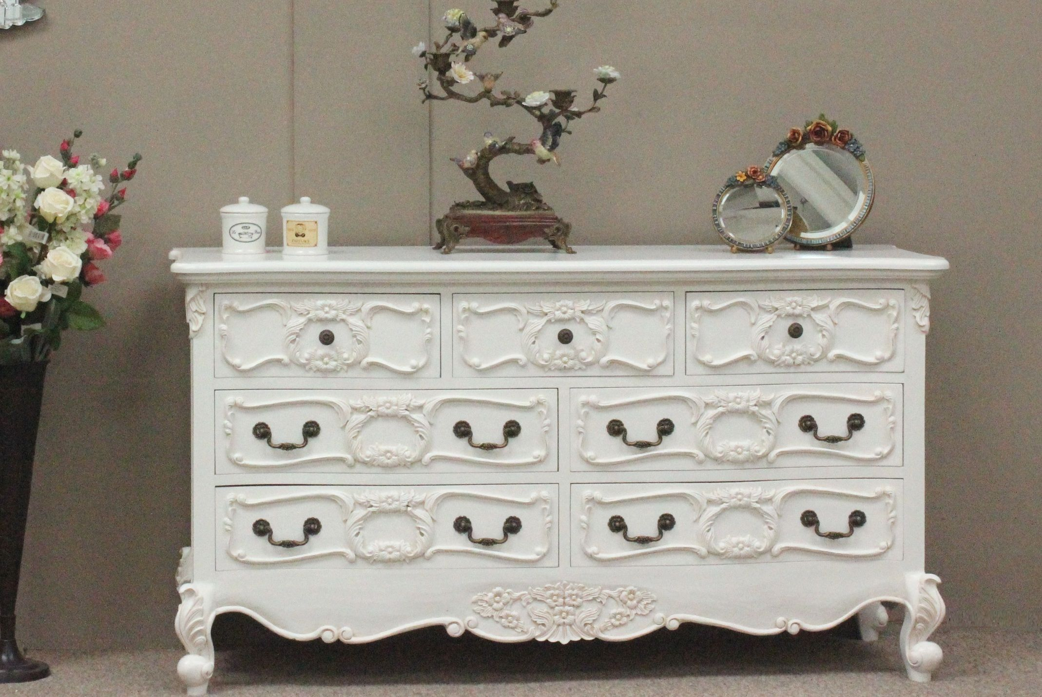 Canapé Shabby Chic baroque 7 drawer chest - the french furniture company