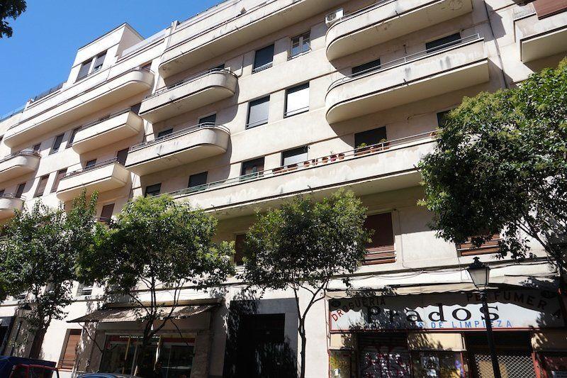 Muestra Del Estilo Racionalista De ángel Luciana En 1933 Edificio De Viviendas De La Calle Lope De Rueda Arquitectura Edificios Estilo Racionalista