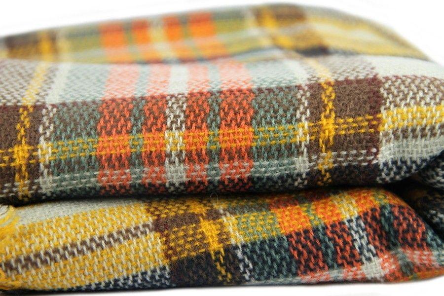 Dans l air du temps, écharpe oversize en tricot écossaise.   Echarpe ... 92c54e4e04d