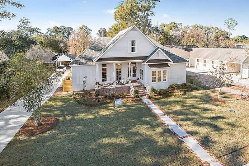 Specialty Custom Built Home By Ron Lee Homes In Covington La Custombuilthome Newhomeforsale Newconst Custom Homes Custom Built Homes New Home Construction