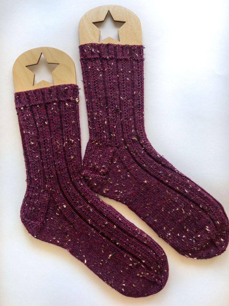 Tweed Socks Simple Skyp (free pattern) knit in Knit