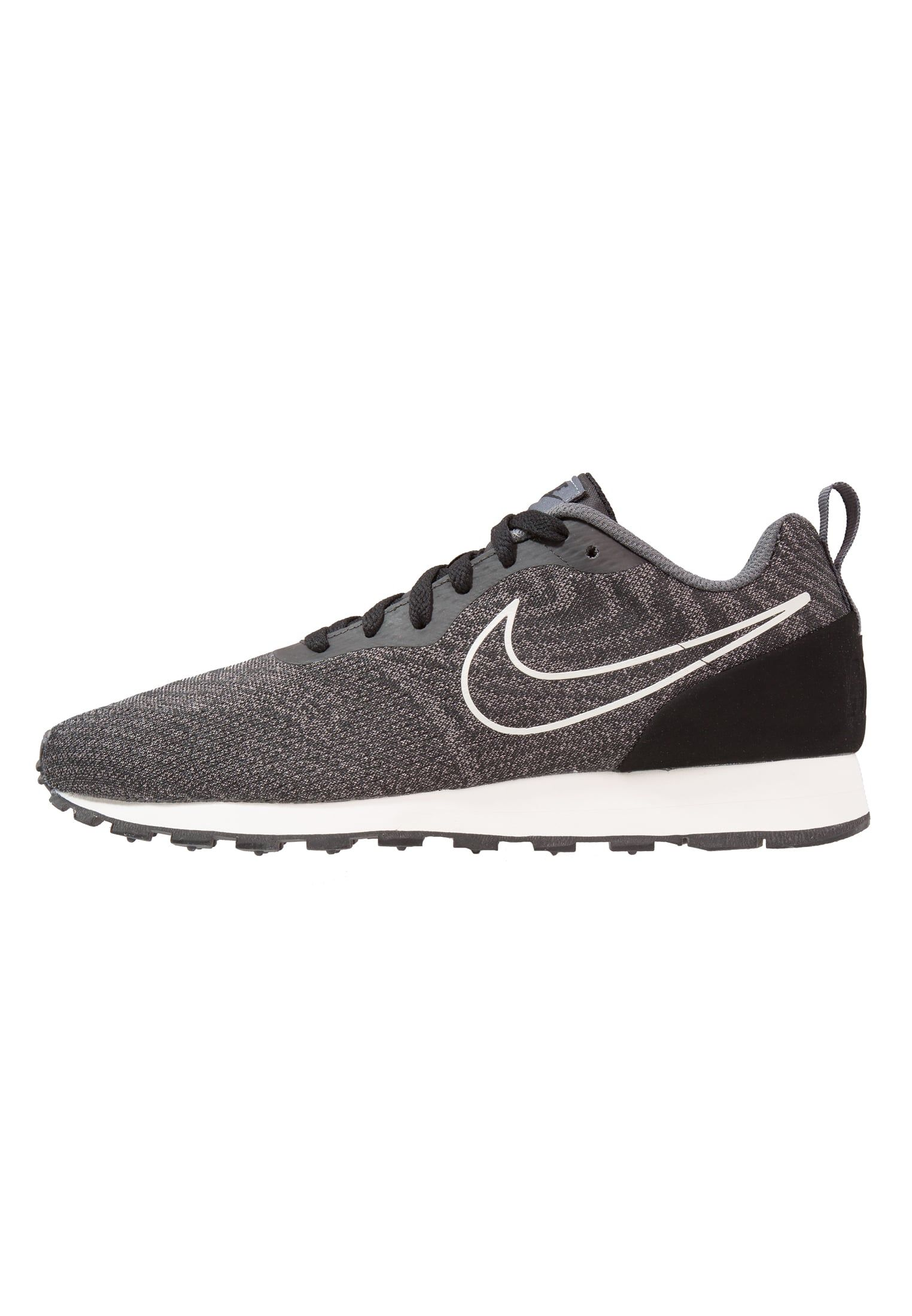 Nike Sportswear MD RUNNER 2 ENG MESH - Trainers - black/dark grey pryuFEJt0L