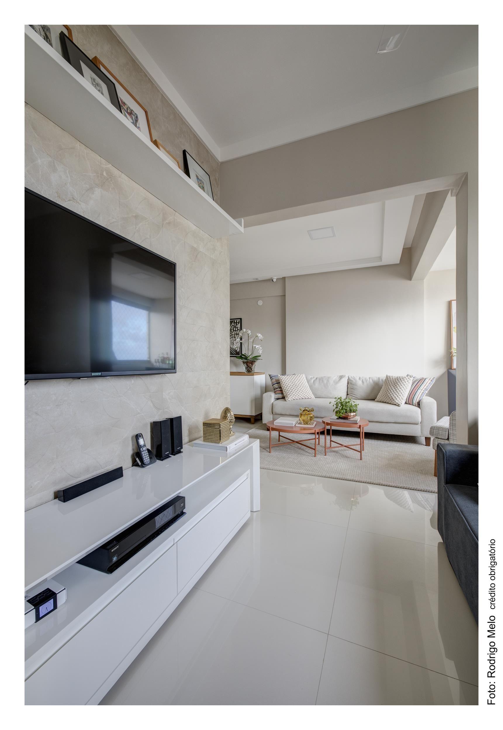 Apartamento Pequeno Em Tons Claros Com Cozinha Americana E Sala De