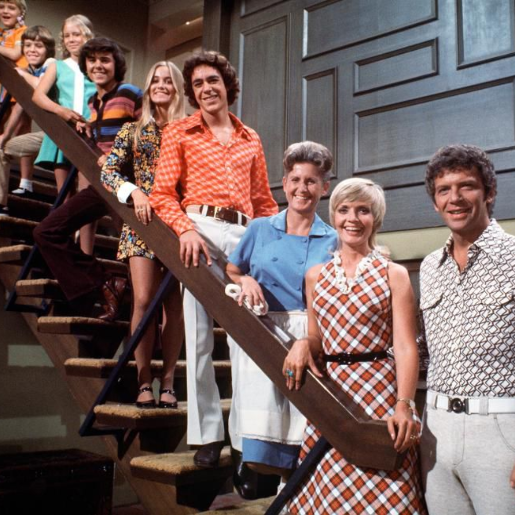 Here's What HGTV's Groovy Brady Bunch House Will Look Like #bradybunchhouse