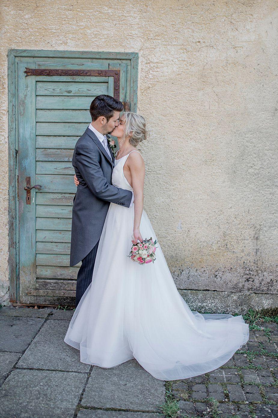 Der Einzug In Die Kirche Mit Der Braut Und Den Blumenmadchen Hochzeit Hochzeitbasel Kirchlichetrauung Hoch Hochzeit Kirchliche Hochzeit Hochzeitsfotografie
