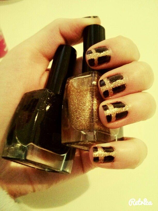 Nail art - noir et doré - croix