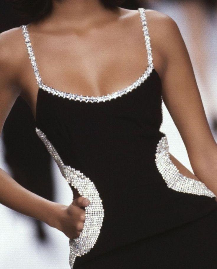 Photo of kleines schwarzes Kleid