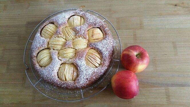 Apfelkuchen klassisch - schmeckt ofenwarm am besten!